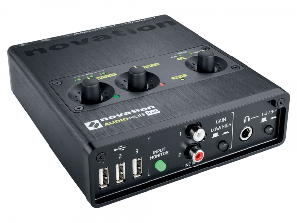 Novation Audiohub 2x4 audio interface met USB-hub